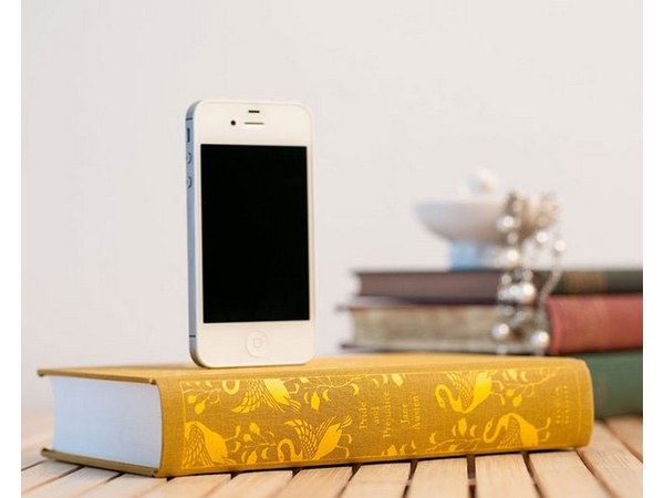 Booksi Recycled Books iPhone Charger Dock