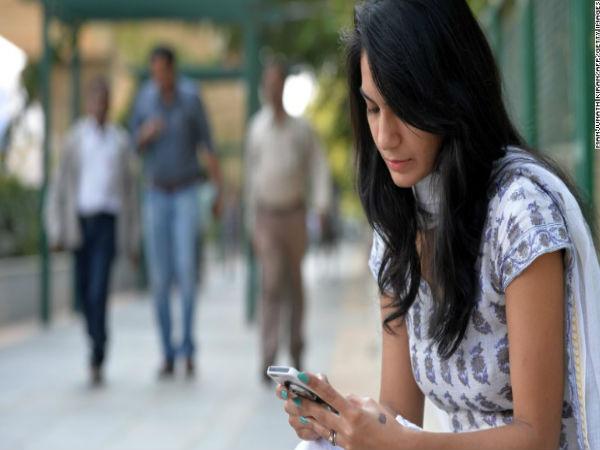 മൊബൈലില് ഇനി മുതല് പാനിക് ബട്ടണ് നിര്ബന്ധമാക്കുന്നു