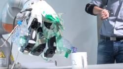 മെഷീൻ ലേർണിങ്ങിലൂടെ മനുഷ്യൻറെ കൈകൾക്ക് സമാനമായ കൃത്രിമ കൈ വികസിപ്പിച്ച് ശാത്രജ്ഞർ
